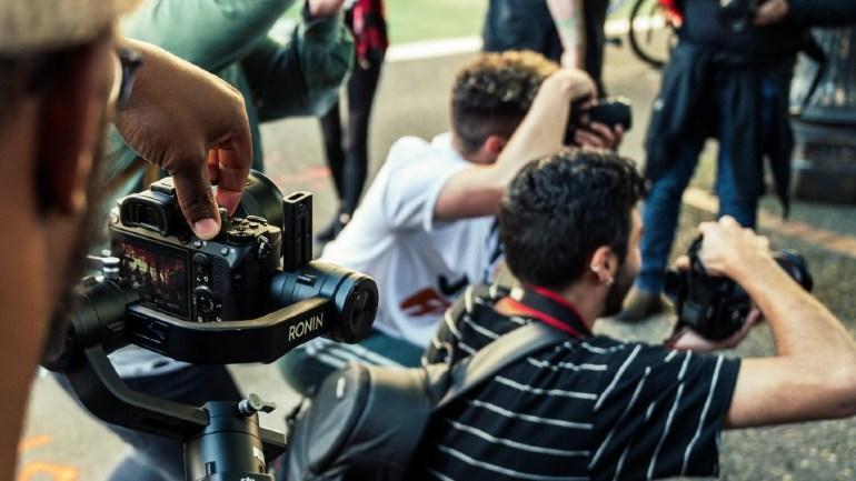 Een groep fotografen bij elkaar